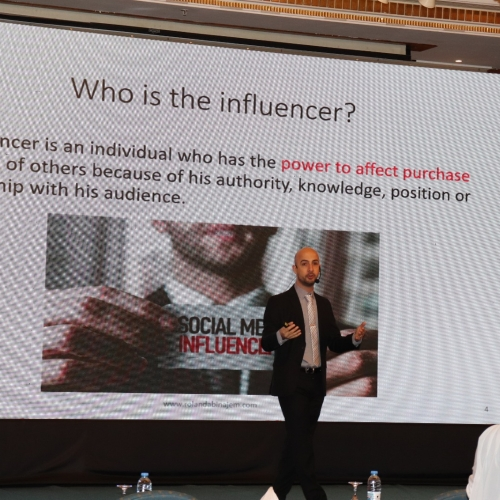 speakers-in-the-arab-media-forum-talking-about-influencers-marketing-where-i-was-honored-by-the-conference-chariman-mr-madi-al-khamis-20