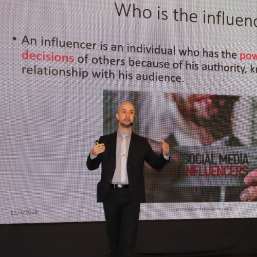 speakers-in-the-arab-media-forum-talking-about-influencers-marketing-where-i-was-honored-by-the-conference-chariman-mr-madi-al-khamis-26