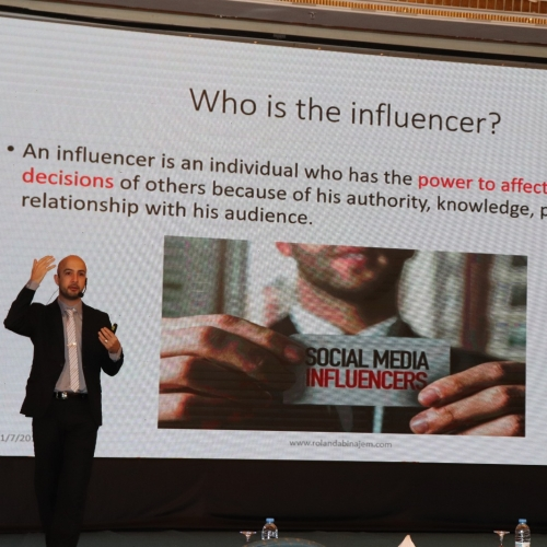 speakers-in-the-arab-media-forum-talking-about-influencers-marketing-where-i-was-honored-by-the-conference-chariman-mr-madi-al-khamis-32