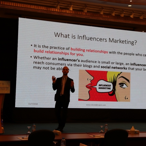 speakers-in-the-arab-media-forum-talking-about-influencers-marketing-where-i-was-honored-by-the-conference-chariman-mr-madi-al-khamis-40